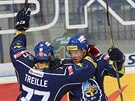 Kladenští hokejisté slaví gól