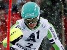 Německý slalomář Felix Neureuther na trati v Kitzbühelu.