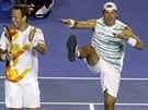EUFORIE. Polsko-švédská dvojice Lukasz Kubot (vlevo) a Robert Lindstedt slaví vítězství ve čtyřhře na Australian Open.