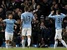 RAZ, DVA... TŘI! Sergio Agüero (vlevo) smetl Watford hattrickem.