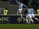 Antonio Candreva z Lazia Řím (s číslem 87) nechal po trefě do sítě Juventusu...