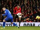 Pěkná rána Ashleyho Younga z Manchesteru United zapadla do branky Cardiffu.