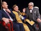 Lehké komedie většinou stojí na výkonech herců, zde se role dobře zhostili...