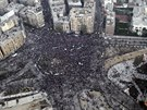 Leteck� pohled na n�m�st� Tahr�r, kde se shrom�dili zejm�na p��znivci vl�dy...