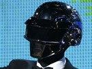 Producent Pharrell Williams předává duu Daft Punk and Nilesu Rogersovi cenu za...