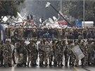 Policejní kordony v centru Dillí. Stávající regionální vláda by nad policií