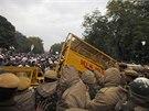 Protesty ve vládní čtvrti v centru hlavního města vyústily v násilné potyčky.