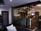 Interiér domu s dominantním schodištěm, které dělal Honzův bratranec z...