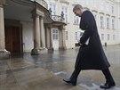 Prezident Milo� Zeman si na Hrad pozval adepty na ministry. Prvn� dorazil...