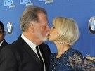 Helen Mirrenová a její manžel Taylor Hackford (25. ledna 2014)