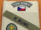 Díky suchému zipu na vazbě knihy si vojáci mohou svoji Bibli jednoduše označit...