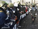 Protestů na náměstí Nezávislosti se účastní i stoupenci radikální a krajně...