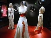 Šaty s motivem humra, které v roce 1937 navrhla Elsa Schiaparelli ve spolupráci...