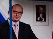 Poutač Františka Lukla před podzimními předčasnými volbami zůstává v centru...