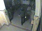 Neznámý pachatel vchází do firmy, kde z trezoru odcizil asi 400 tisíc korun