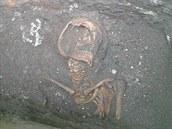 Kostra nalezená pod Bílou věží v Hradci Králové (leden 2014).