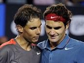 RIVALOVÉ. Rafael Nadal (vlevo) a Roger Federer po semifinále Australian Open.