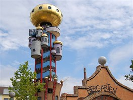 Hundertwasserova pivní věž v Abensbergu