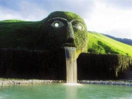 Sklářské muzeum fantazie ve Wattens u Innsbrucku má podobu ležícího obra s...