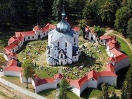 POUTNÍ KOSTEL NA ZELENÉ HOŘE U ŽĎÁRU. Na barokně-gotický kostel z let 1719 až