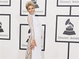 Paris Hiltonová přišla na Grammy opět v šatech, pod které si nelze vzít prádlo.