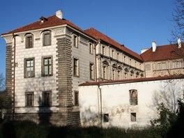 Nelahozeveský zámek pochází z 16. století.