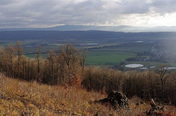 Pohled na Moravskou bránu a Hostýnské vrchy zObírky (622 m)