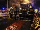 Hasi�i likvidovali v Novodvorsk� ulici po��r linkov�ho autobusu (30.1.2014)