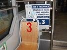 Jedna z testovaných sedaček v ostravské tramvaji. Oproti dřívějším typům zcela...