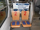 Jedna z testovaných sedaček v ostravské tramvaji. Polstrování sedáku je dělené,...