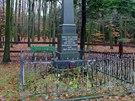 Památník ruským a francouzským vojákům na Zámeckém kopci nad Veselíčkem