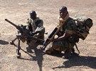 Malijští vojáci s kulometem M2HB