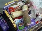 Vietnamec cht�l vyv�st slon� kly zabalen� mezi sladkostmi.