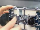 Jednoduché zařízení umožňuje nastavit vzdálenost mezi kamerami a vytvořit tak...