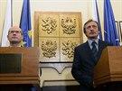 Premiér Bohuslav Sobotka (vlevo) uvedl 30. ledna v Praze do úřadu ministra...