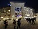 NA HOKEJ. Baseballový stánek Yankee Stadium tentokrát uvítal fanoušky...