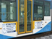 Tramvaj, kde mohou ostrav�t� cestuj�c� vyzkou�et nov� seda�ky, je ozna�ena i...