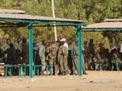 Venkovní učebny ve výcvikovém středisku malijské armády u města Koulikoro
