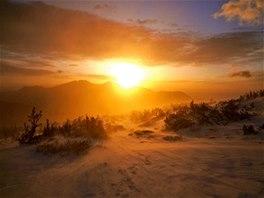 Východ slunce nad Twin Sisters, jedno běžné nedělní ráno v coloradských horách