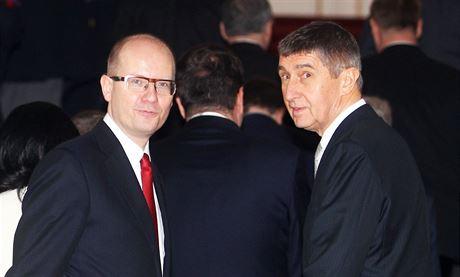 Bohuslav Sobotka a Andrej Babi� p�i jmenování nového kabinetu na Pra�ském...