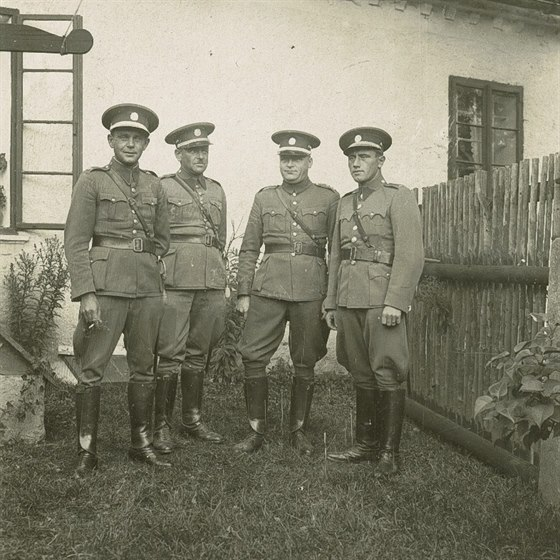 Obr 01 - Osazenstvo četnické stanice.