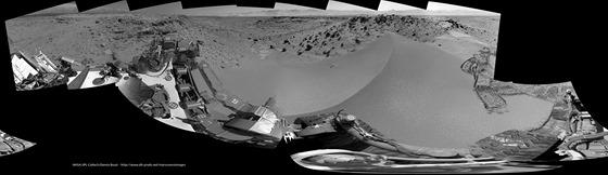 Kráter Gale z pohledu vozítka Curiosity.