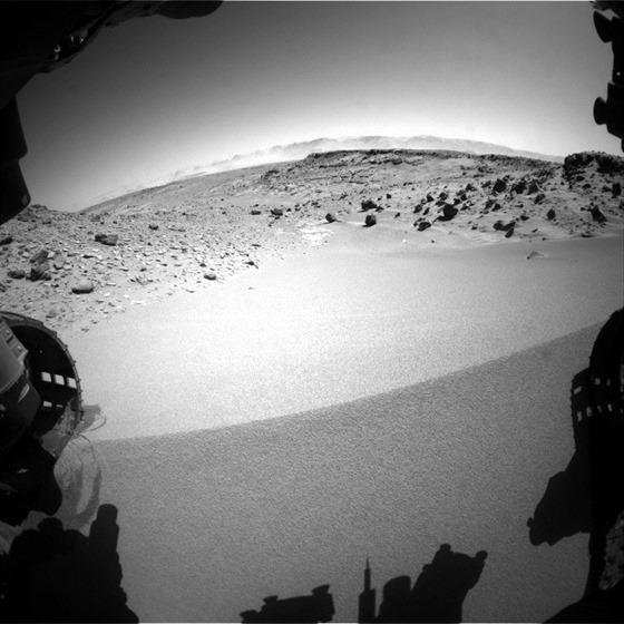 Hrana písečné duny, na kterou najela Curiosity  30. ledna. Udělala to bokem a a...