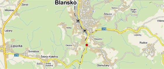 Červená tečka ukazuje, kde došlo v noci k tragédii.