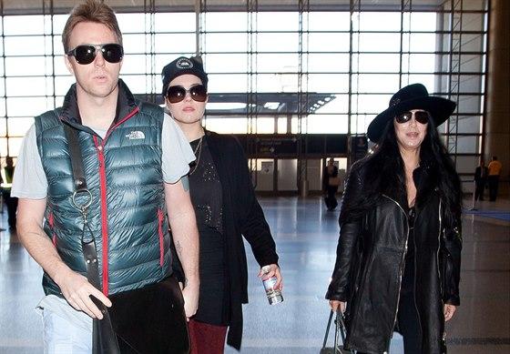 Je�t� v roce 2012 se Cher se synem a jeho partnerkou norm�ln� st�kala.