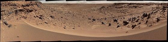 Písečná duna, kterou musí Curiosity překročit.