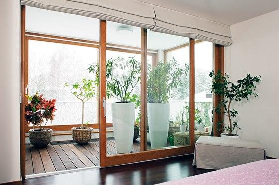 Zimní zahrada u ložnice prohlubuje její klid a intimitu.