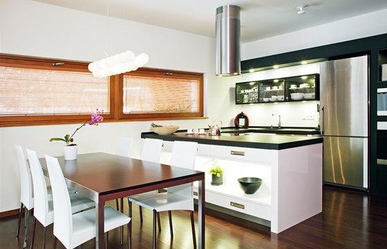 Kuchyň vyrobila na zakázku firma Hanák kuchyně.