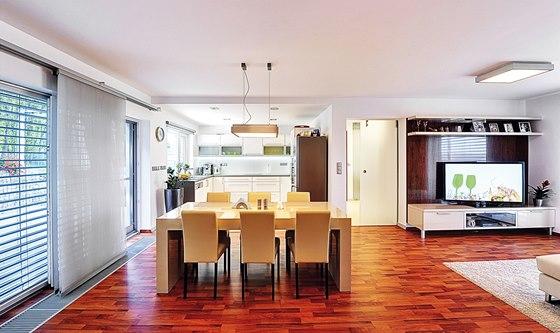 Nábytek byl z velké části vyroben na míru podle návrhu architektů.