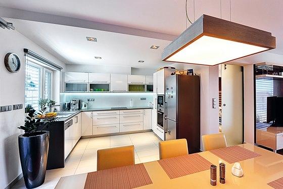 Geometrickému interiéru sluší svítidla tvaru čtverců nebo obdélníků v různých